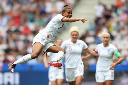 女子W杯フランス大会第3日、1次リーグD組のスコットランド戦で先制ゴールを決め、喜ぶイングランドのパリス=9日、ニース(ゲッティ=共同)
