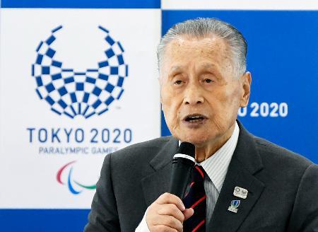 2020年東京五輪・パラリンピック組織委員会の理事会であいさつする森喜朗会長=11日午前、東京都中央区
