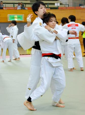 柔道女子日本代表の強化合宿で練習する阿部詩(手前)=12日、北海道旭川市