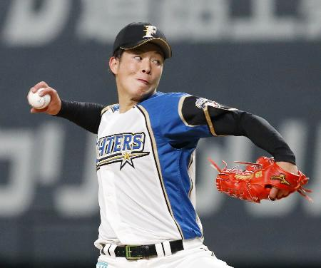 プロ野球交流戦の広島戦でプロ初登板した日本ハムの吉田輝星=12日、札幌ドーム