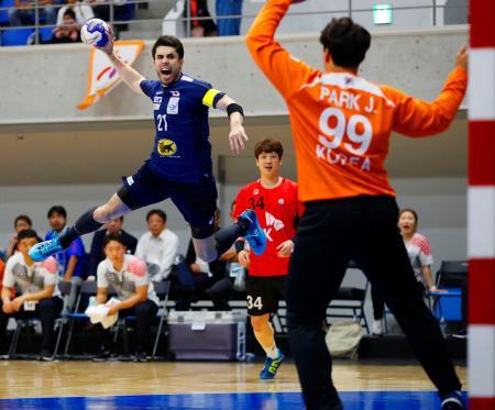 日本―韓国 前半、ゴールを狙う土井=アリーナ立川立飛