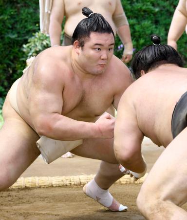 朝稽古で汗を流す朝乃山=愛知県蟹江町の高砂部屋宿舎