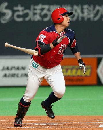2回日本ハム無死二、三塁、宇佐見が右越えに適時二塁打を放つ=札幌ドーム
