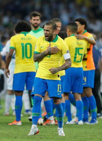アルゼンチンに勝利し、喜ぶブラジルの選手たち=2日、ベロオリゾンテ(AP=共同)