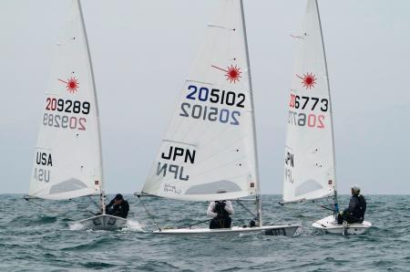 公式練習に参加した日本人選手ら=境港公共マリーナ沖
