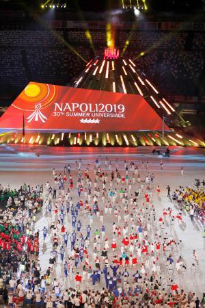 イタリアのナポリで開幕したユニバーシアード夏季大会の開会式(共同)