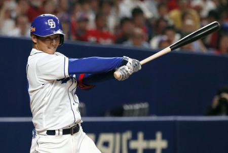 5回中日2死一、三塁、石橋が右翼線に2点三塁打を放つ=ナゴヤドーム