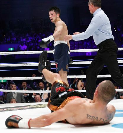 WBAミドル級戦で、ロブ・ブラントに2回TKO勝ちした村田諒太=12日、大阪市のエディオンアリーナ大阪