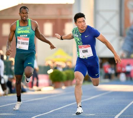 男子100メートル(タイムレース) 10秒11で2位に入った小池祐貴(右)=パドバ(共同)