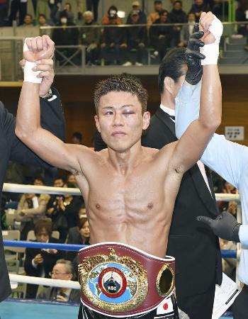 2017年2月、WBOミニマム級暫定王座決定戦で判定勝ちした福原辰弥=熊本県上天草市