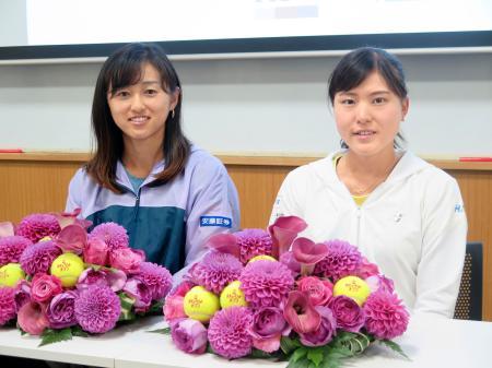 記者会見した土居美咲(左)と二宮真琴=18日、東京都北区の味の素ナショナルトレーニングセンター