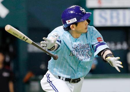 3回ソフトバンク無死、松田宣が中越えに2打席連続の本塁打を放つ=ヤフオクドーム
