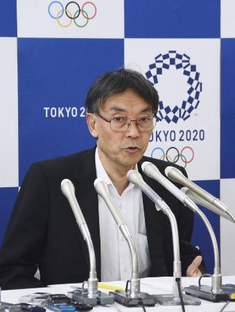 7月4日、五輪チケットの再抽選販売について説明する2020年東京五輪・パラリンピック組織委の古宮正章副事務総長=東京都中央区