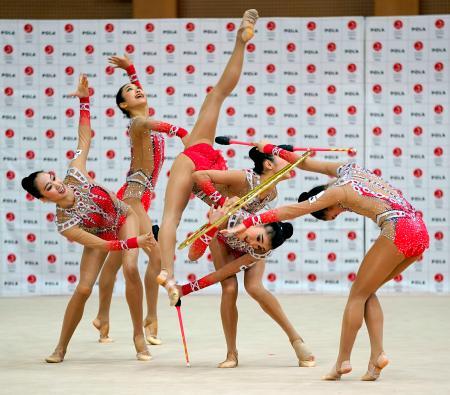 練習を公開した新体操団体の日本代表「フェアリージャパン」=24日、東京都北区の国立スポーツ科学センター
