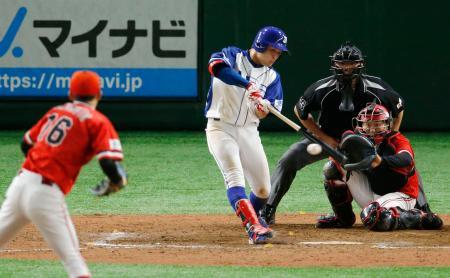 JFE東日本―東芝 10回裏JFE東日本2死満塁、峯本が右前にサヨナラとなる2点打を放つ=東京ドーム