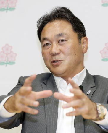 ラグビーのプロリーグ構想について発表した日本ラグビー協会の清宮克幸副会長=28日午後、東京都内