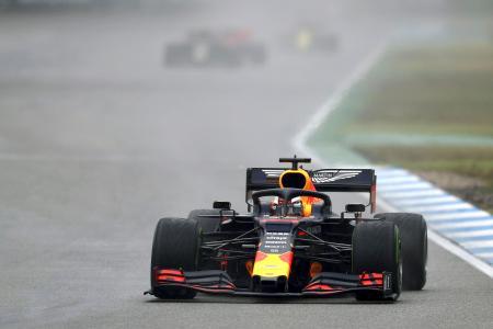 自動車のF1ドイツGPで走行するレッドブル・ホンダのマックス・フェルスタッペン=ホッケンハイム(ゲッティ=共同)