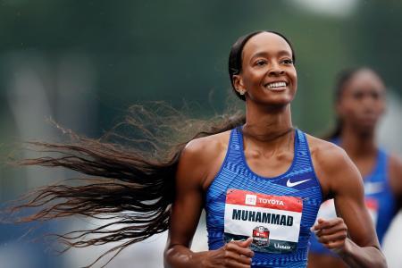 陸上の全米選手権最終日、女子400メートル障害を世界新記録で制し、笑顔のダリラ・ムハンマド=28日、デモイン(AP=共同)
