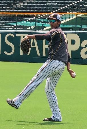甲子園球場での投手練習に参加した阪神・藤浪