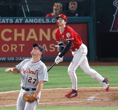 タイガース戦の4回、右飛に倒れるエンゼルス・大谷。投手ジマーマン=アナハイム(共同)