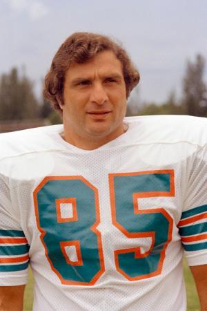 米NFLのドルフィンズなどでLBとして活躍したニック・ブオニコンティ氏=1973年、(AP=共同)