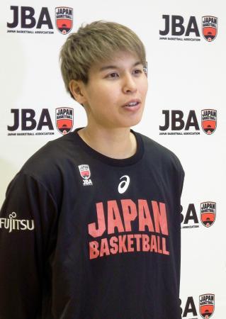 取材に応じるバスケットボール女子の渡嘉敷=1日、東京都北区の味の素ナショナルトレーニングセンター