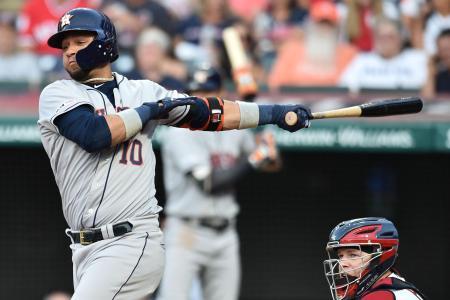 インディアンス戦で二塁打を放つアストロズのグリエル=7月31日、クリーブランド(USA TODAY・ロイター=共同)