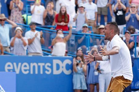 テニスのシティ・オープン、優勝を決め、雄たけびを上げるニック・キリオス=4日、ワシントン(USA TODAY・ロイター=共同)