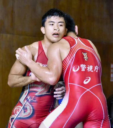練習を公開したレスリング男子グレコローマン60キロ級の文田健一郎=群馬県草津町