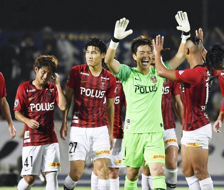 サッカー天皇杯3回戦で水戸に勝利し喜ぶ浦和イレブン=14日、Ksスタ