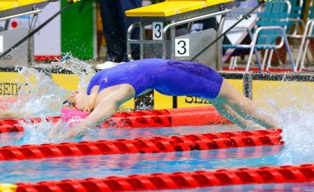 女子200メートル背泳ぎ決勝 2分10秒96で優勝した武南・酒井夏海=熊本市総合屋内プール