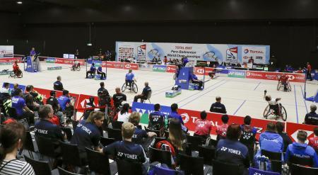 スイスのバーゼルで開幕した、パラバドミントンの世界選手権=20日(共同)