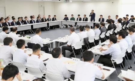 東京都庁で開かれた東京五輪・パラリンピックの輸送連絡調整会議=27日午前(代表撮影)