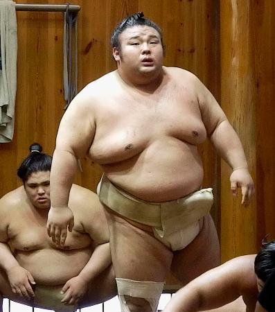 稽古する貴景勝=28日、東京都台東区の千賀ノ浦部屋