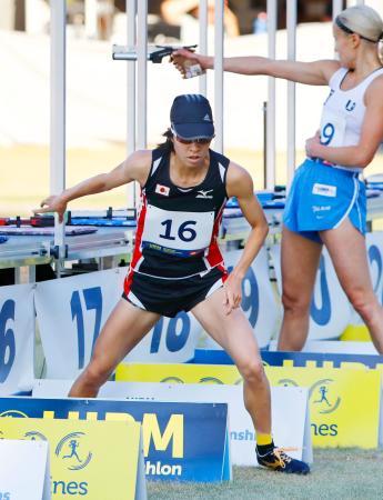 女子予選 射撃・ランニングに出場した山中詩乃。32位で決勝に進んだ=ブダペスト(共同)