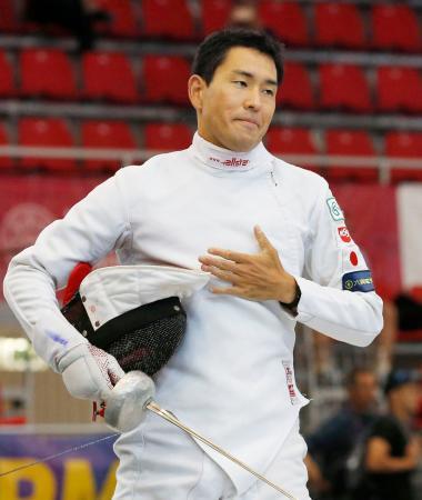 男子予選 フェンシングに出場した小野友行。37位で決勝進出を逃した=ブダペスト(共同)