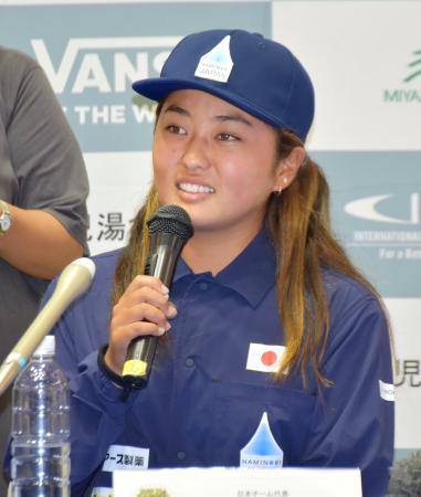 サーフィンのワールドゲームズの記者会見で意気込みを語る脇田紗良=6日、宮崎県庁