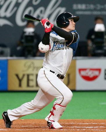5回日本ハム2死一塁、清宮が右越えに2ランを放つ=札幌ドーム