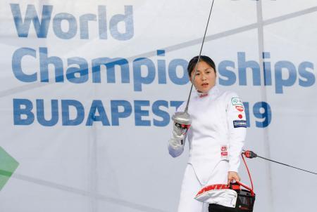 女子決勝 フェンシングのボーナスラウンドに出場した島津玲奈。23位に終わった=ブダペスト(共同)