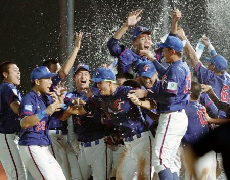 米国を破り優勝し喜ぶ台湾ナイン=韓国・機張(共同)
