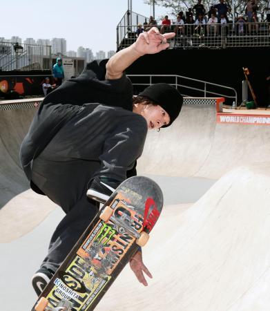 スケートボード・パーク世界選手権に向け、練習する平野歩夢=サンパウロ(共同)