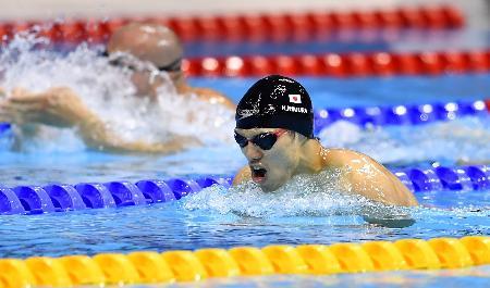 男子200メートル個人メドレー(視覚障害SM11)決勝 銀メダルを獲得した木村敬一の平泳ぎ=ロンドン(共同)