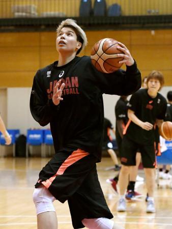 アジア・カップに向け、練習で汗を流すバスケットボール女子日本代表の渡嘉敷=味の素ナショナルトレーニングセンター