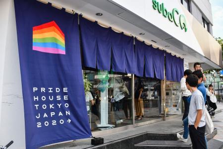 ラグビーW杯日本大会の開催に合わせてオープンする、LGBTなどの性的少数者らの交流や情報発信の拠点となる「プライドハウス東京」=19日午後、東京・原宿