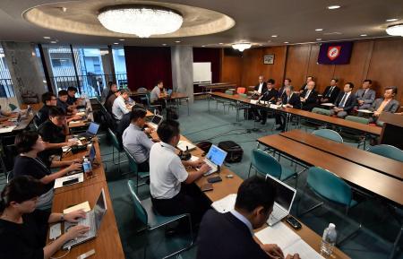「投手の障害予防に関する有識者会議」の第3回会合を終え、開かれた記者会見=20日午後、大阪市