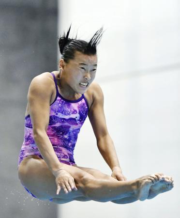 女子3メートル板飛び込み決勝 優勝した三上紗也可=金沢プール
