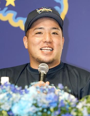 パ・リーグ連覇を果たし、記者会見する西武・山川=24日、千葉市内のホテル