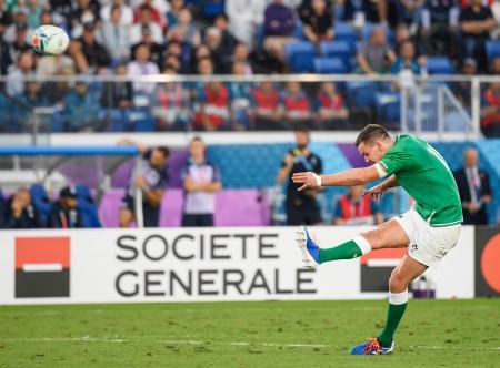 スコットランド戦でトライ後のゴールを決めるアイルランドのセクストン=9月22日、日産スタジアム