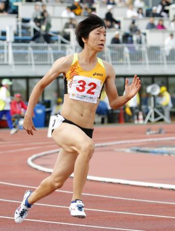 成年女子400メートル決勝 53秒74で優勝した島根・青山聖佳=茨城県笠松運動公園陸上競技場
