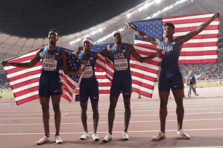 男子1600メートルリレー決勝で優勝した米国チーム=6日、ドーハ(AP=共同)